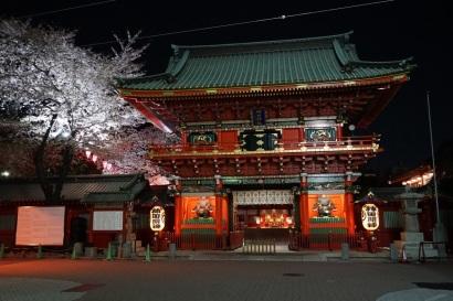 Le Kanda-myojin, que j'avais visité en 2009, prend vraiment une toute autre allure de nuit, lorsqu'il est éclairé