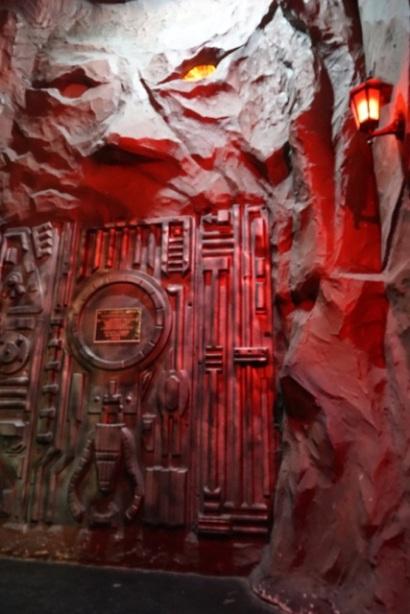 Au deuxième sous-sol, sous le magasin Village Vanguard, l'entrée de ce qui doit être un club
